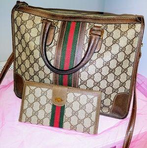 Gucci supreme shoulder bag